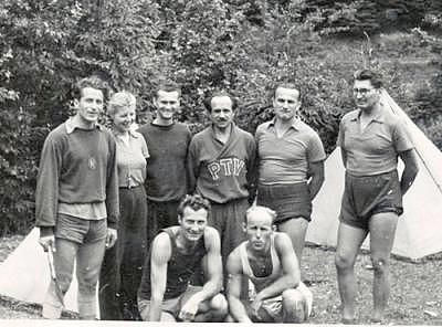 Členovia pedagogického zboru teleovýchovného ústavu su. zľava: m
