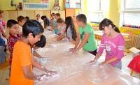 Výjazdové tvorivé dielne pre základné školy umožňujú žiakom rozvíjať estetické cítenie a zručnosti